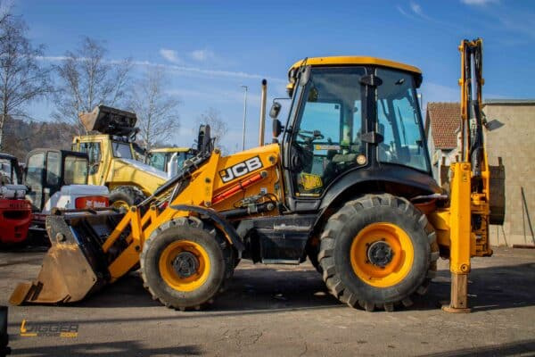 Baggerlader JCB 3CX 2 scaled