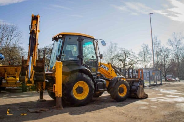 Baggerlader JCB 3CX 4 scaled