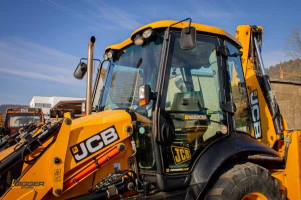 Baggerlader JCB 3CX 7 scaled